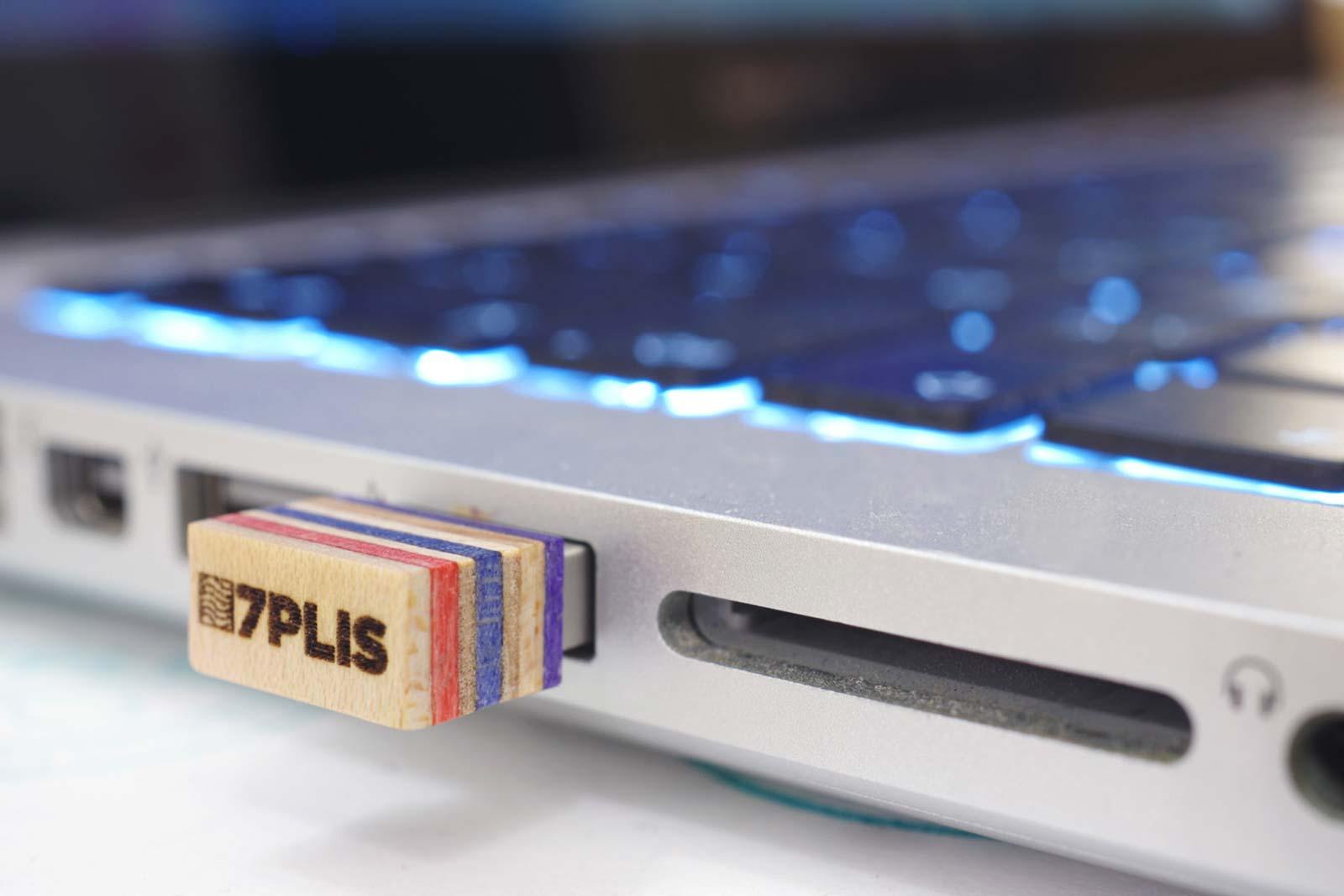7Plis - Clé USB en bois skate